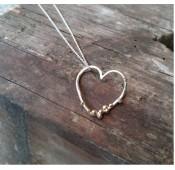 Gren hjerte med guld kugler